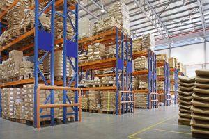 skladište s višeslojnim stalcima u tvornici